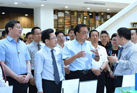 China should speed up economic upgrade and push industrial transfers in a reasonable and orderly manner, Chinese Premier Li Keqiang has stressed.